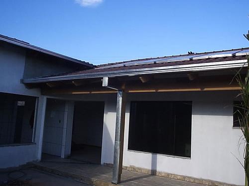 Calha para telhado aplicada na varanda de uma casa