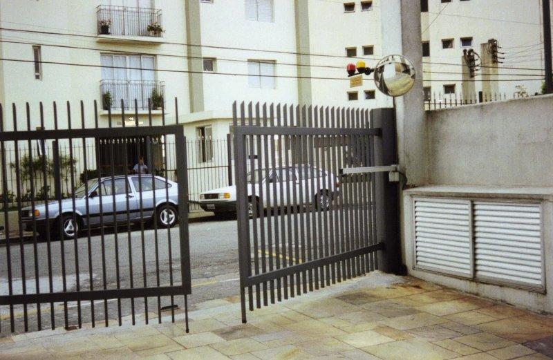 Portão automático pivotante