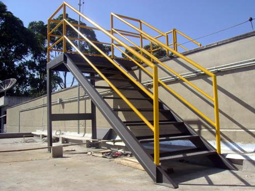escada de ferro externa